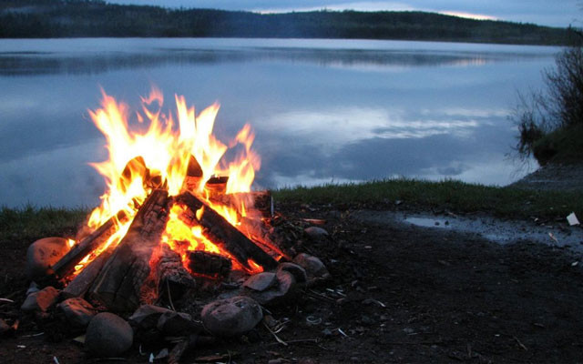 campfire-ritual-mindful-happiness